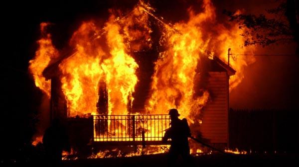Cửa cuốn bị cháy